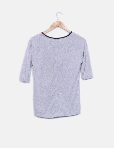 Camiseta gris jaspeada letra animal print