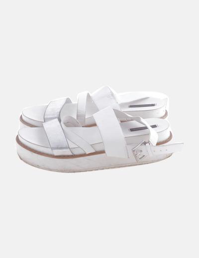 Sandalia tiras blancas