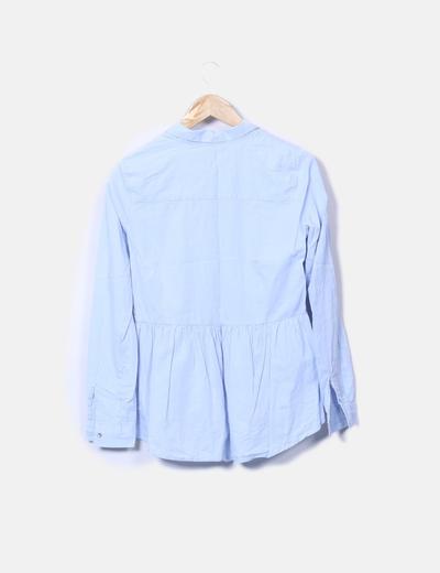 Camisa azul con volante y botones
