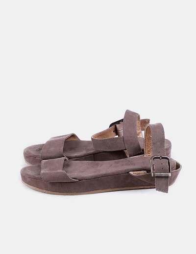 Sandalia marrón de plataforma