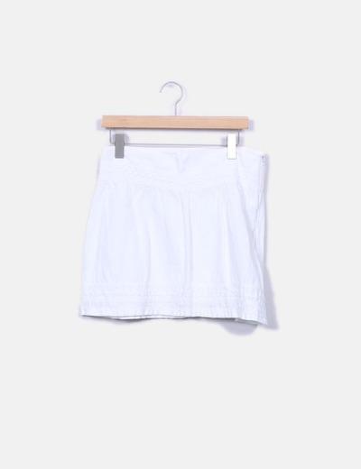 Falda blanca con bordado