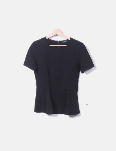 Camiseta negra volante