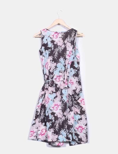 Vestido floral cruzado
