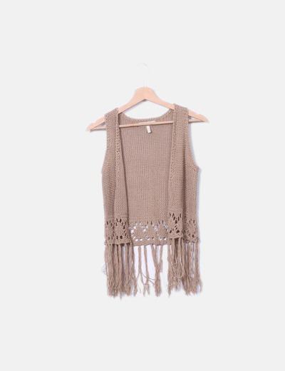 Chaleco beige tricot con flecos