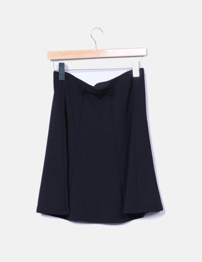 Falda negra texturizada con vuelo