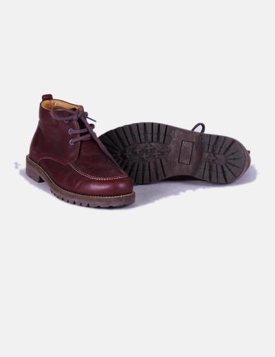 Zapato granate abotinado