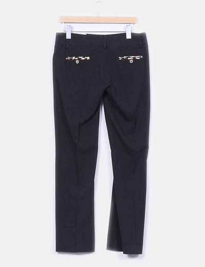 Pantalon negro detalle bolsillos animal print