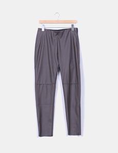 Pantalón marrón de polipiel Fórmula Joven bcfa97c86f3f