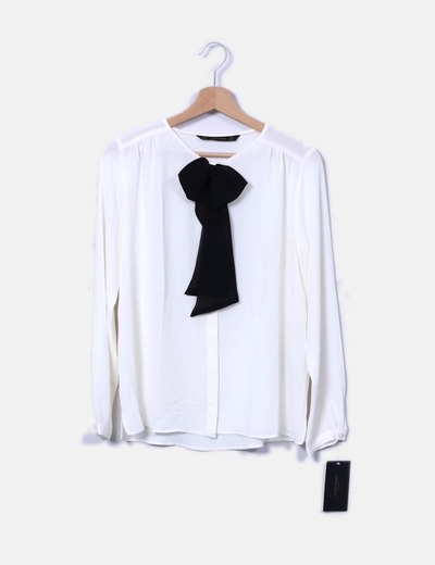 Blusa beige escote lazo Zara
