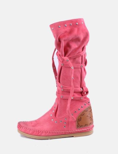 Bota rosa con tachas