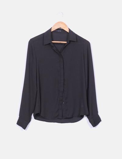 Camisa negra fluida