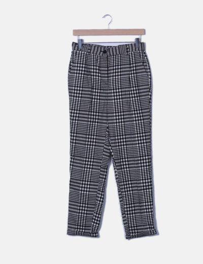 Pantalón baggy cuadros negros