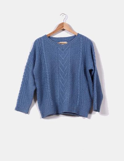 https://s3-eu-west-1.amazonaws.com/micoletstatic/item_images/eee/344/afd/210/c78/71e/86034/standard/jersey-azul-de-ochos-oversize.JPG?1452503916