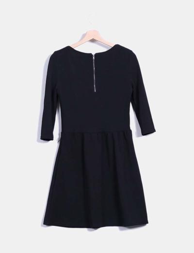Vestido negro texturizado de vuelo