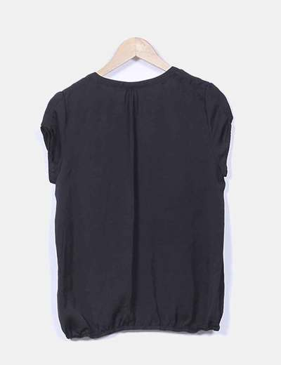Blusa satinada negra