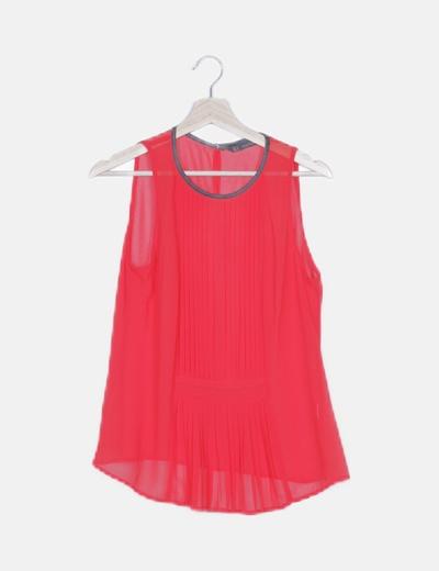 Blusa roja detalles plisados