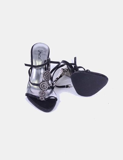 Sandalia negra de tacon metalizado con brillantitos