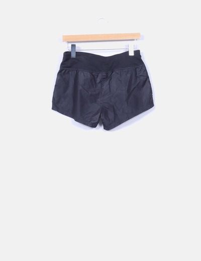Shorts negros impermeables
