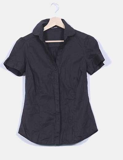 Camisa negra manga corta entallada Lefties