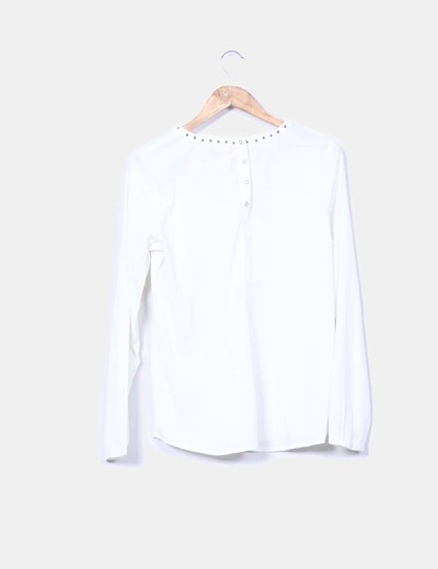 Blusa cruda con tachas