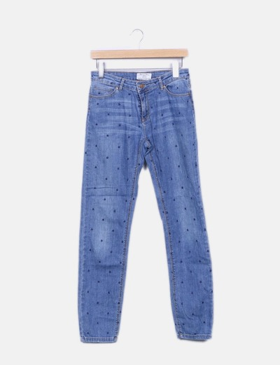Jeans denim azul motas bordadas