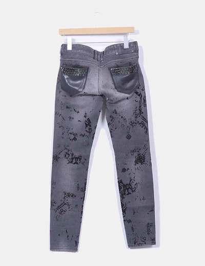 Jeans denim gris combinado bolsillos cuero negro