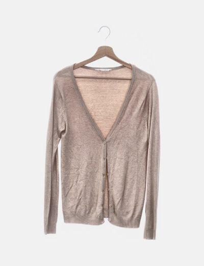 Suéter beige abotonado
