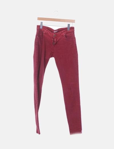 Jeans denin rojo pitillo