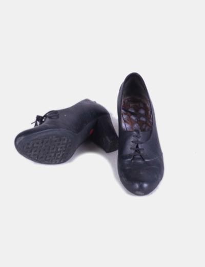 Zapato negro blucher con tacon