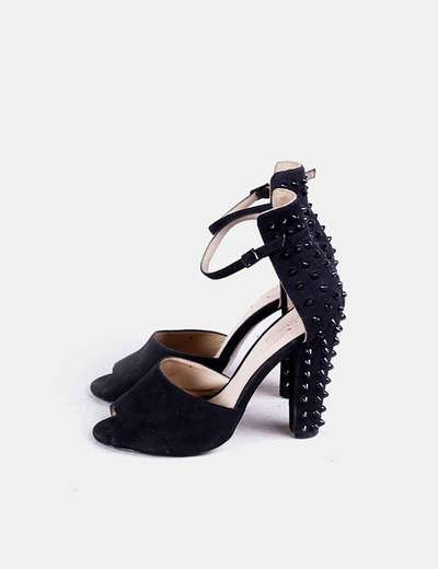 Sandalia de tacón negra detalle tachas Zara