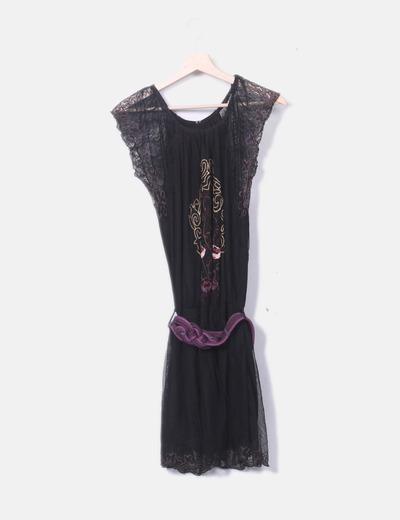 Vestido negro con encaje y bordado