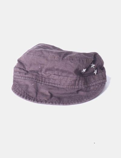 Gorra marrón con tachas Primark