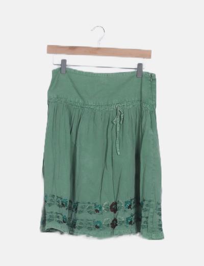 Falda verde bordada