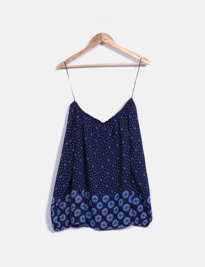 Blusa azul con estampado floral