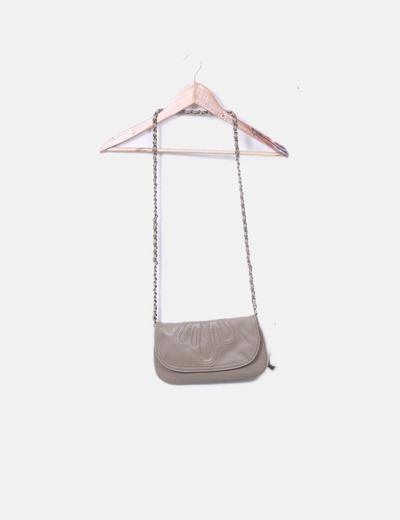 Bolso taupé con cadena