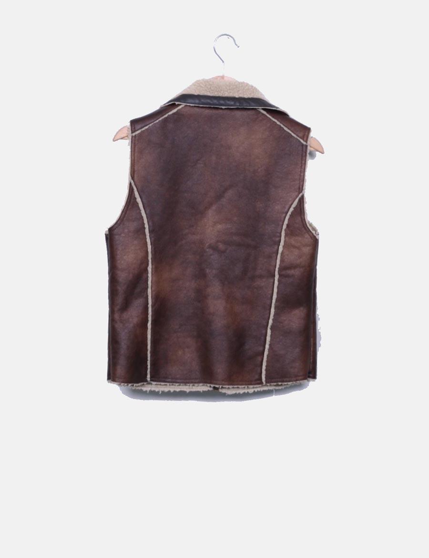 d4743f2189f ... baratos interio Chaleco con de Lefties polipiel en Mujer online y  borreguito marrón el Abrigos Chaquetas