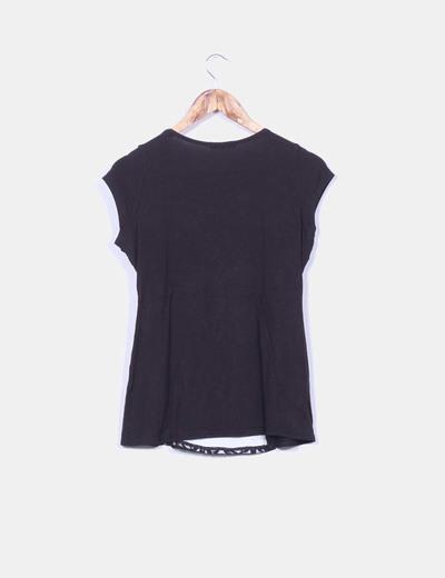 Camiseta negra combinada encaje