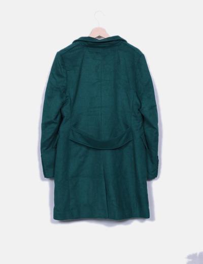 Abrigo verde largo abotonado