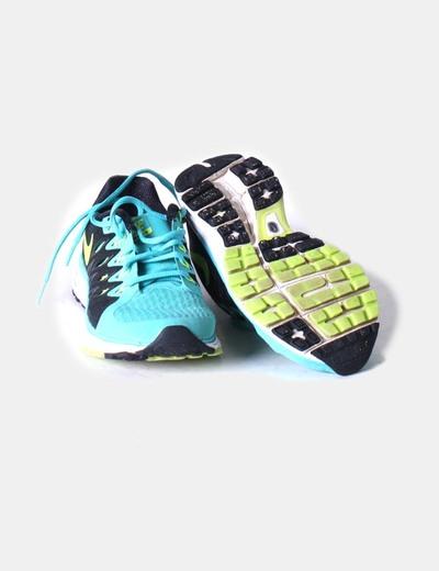 Zapatillas negras y turquesa