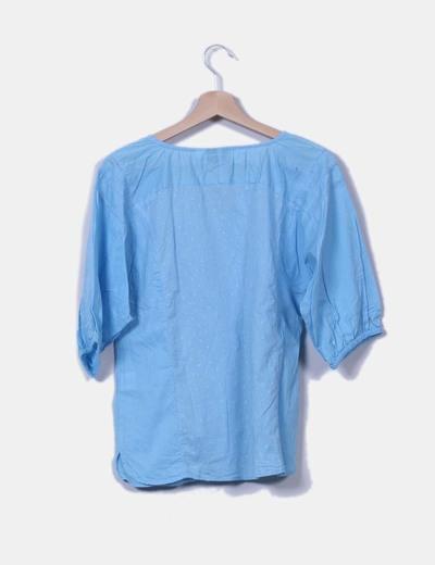 Blusa azul texturizada bordada