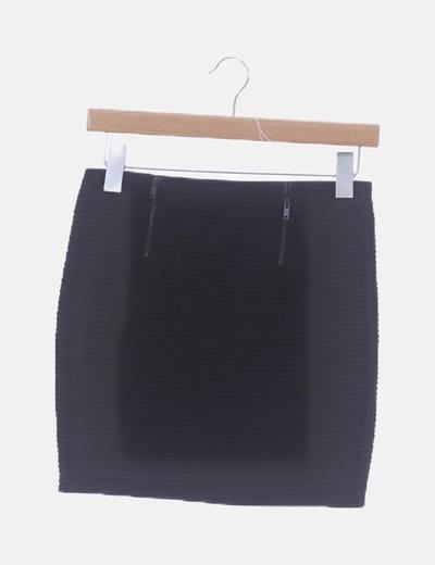 Falda negra con detalle cremalleras