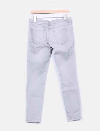 Jeans denim pitillo gris