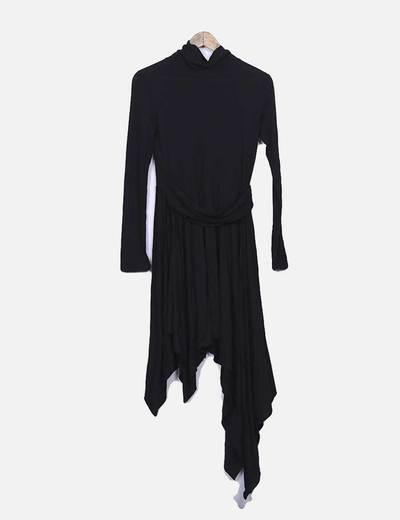 Vestido negro asimétrico con cuello vuelto Suiteblanco