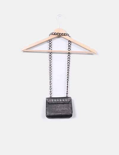 Mini bolso negro con cadena
