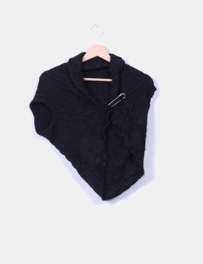 Chaqueta lana negra sin mangas con broche NoName