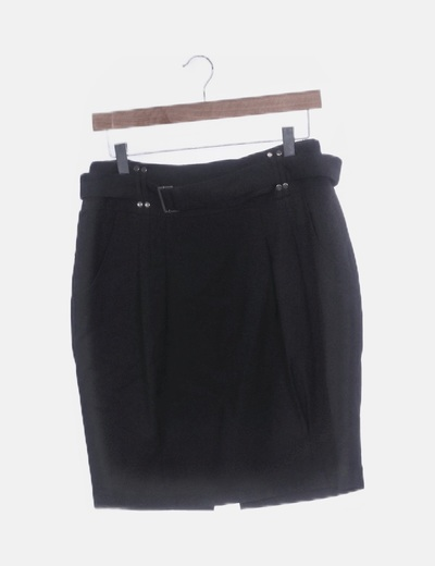 Falda negra con cinturón
