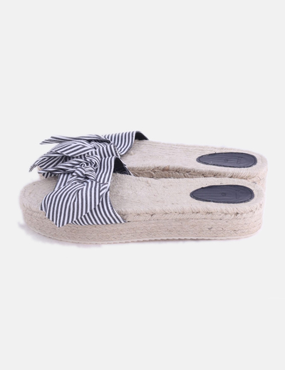 Sandalia rayas con lazo