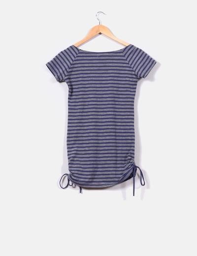 Camiseta de rayas gris y azul estampada