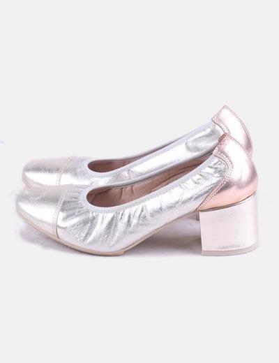 Zapato de tacón confort dorado