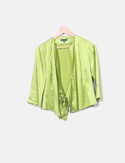Chaqueta satinada verde con manga francesa